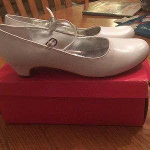 Little girl's white dress shoes *BRAND NEW*
